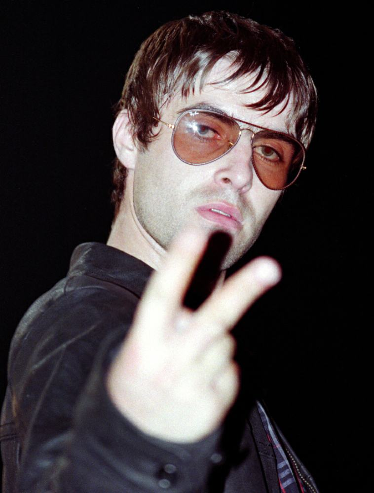 david whittworth - oasis sheffield arena - liam gallagher - fingers